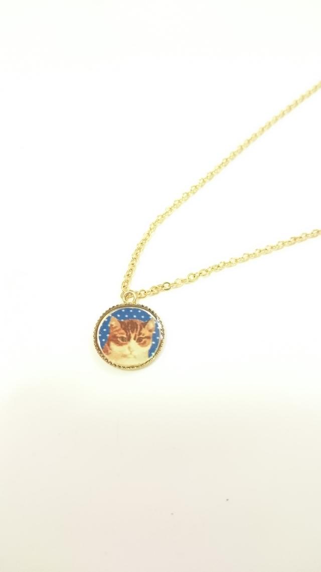 猫のメダル風チャームのネックレス