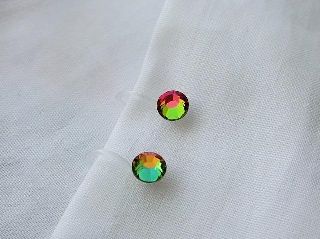 虹の光彩のイヤリング