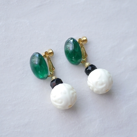 -transparent green glass earrings-