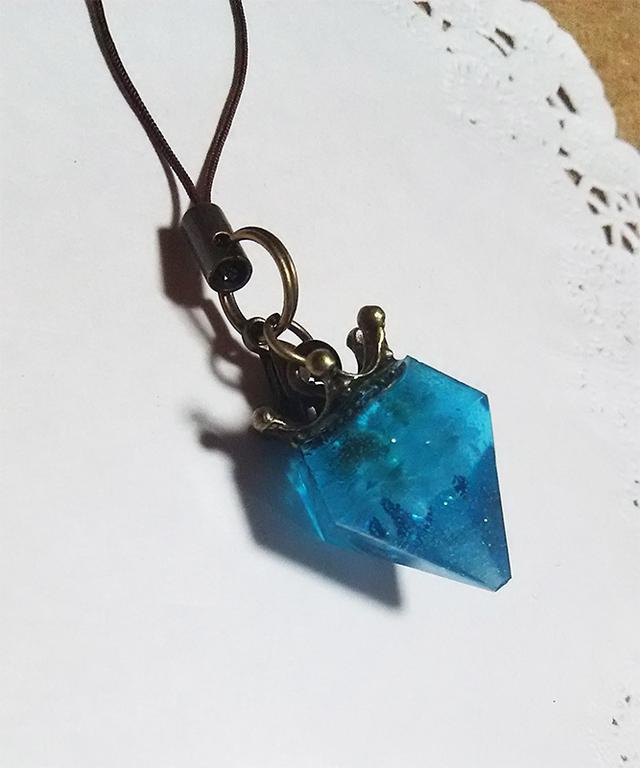 青い宝石ストラップ