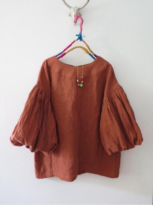 秋色ボリューム袖ブラウス  レンガ色