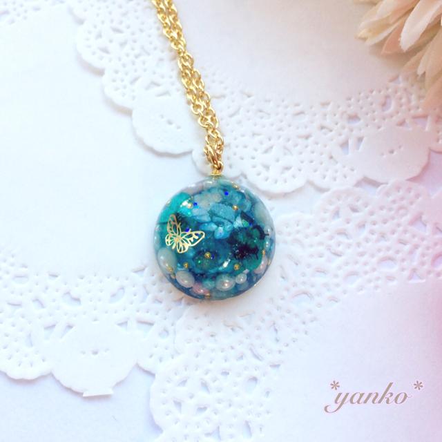お花の宝石のネックレス ブルー