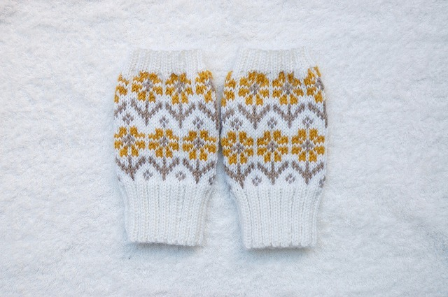 【yukidaruma-kさまリクエスト品】手編みの指なしミトン【ウィンターガーデン】