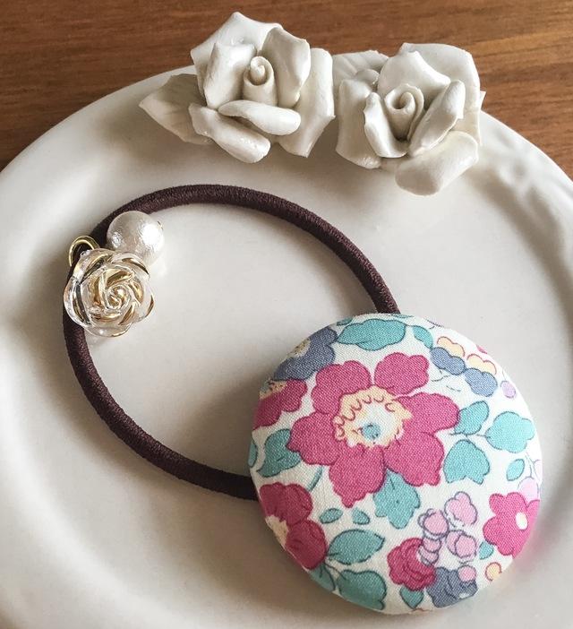 リバティ☆ Betsy くるみボタンヘアゴム りんご