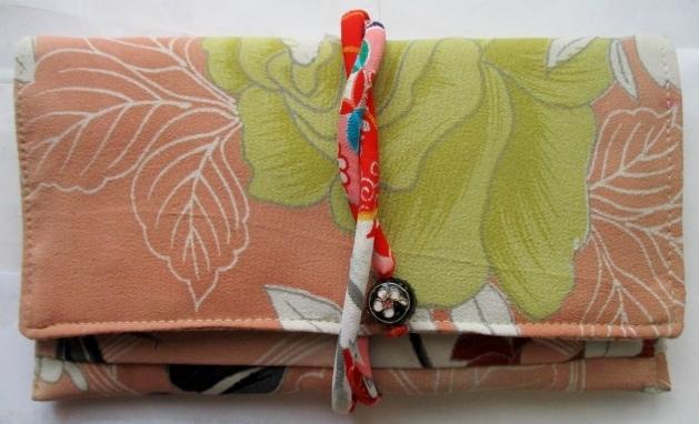 着物リメイク 花柄の着物で作った和風財布 1848