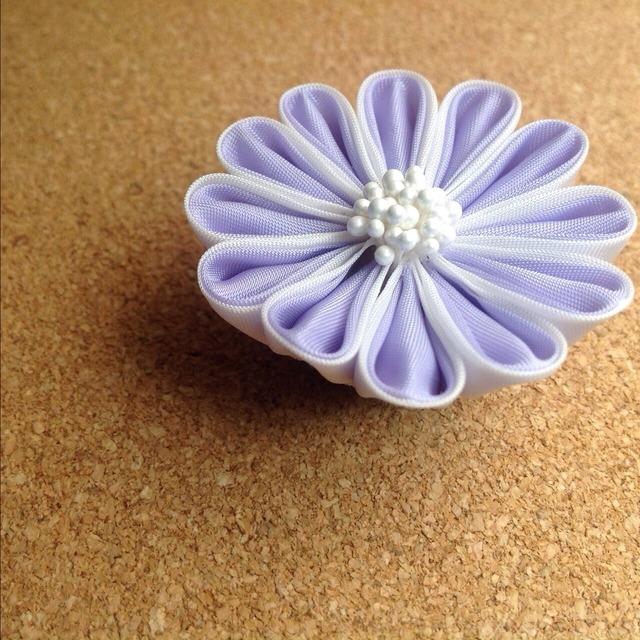 つまみ細工の帯留め2種《薄紫、紫》
