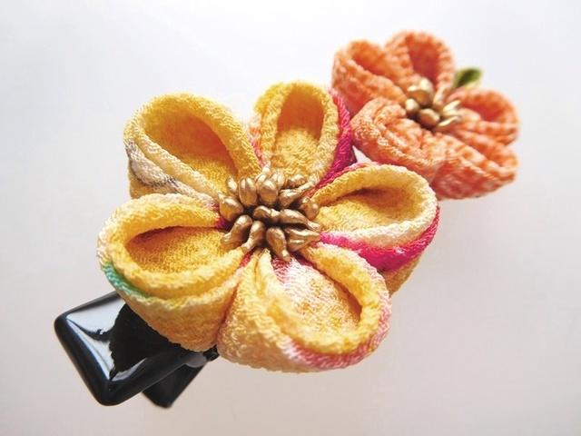 黄×オレンジ 小花2輪のプチクリップ #つまみ細工