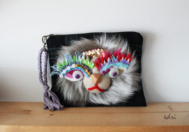 <������!>Lion clutch/glay