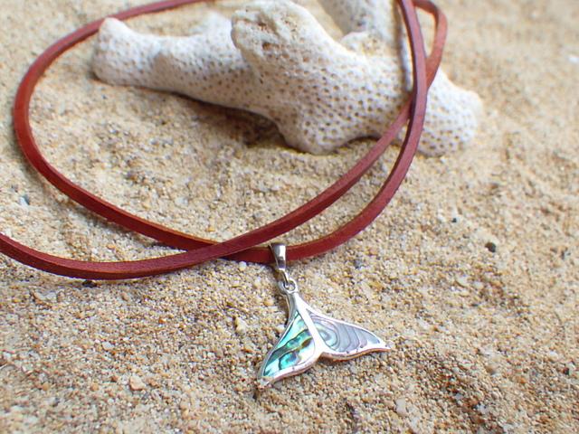 Whale's Tale II クジラの尻尾の革紐ペンダント パウアシェルx sv 925