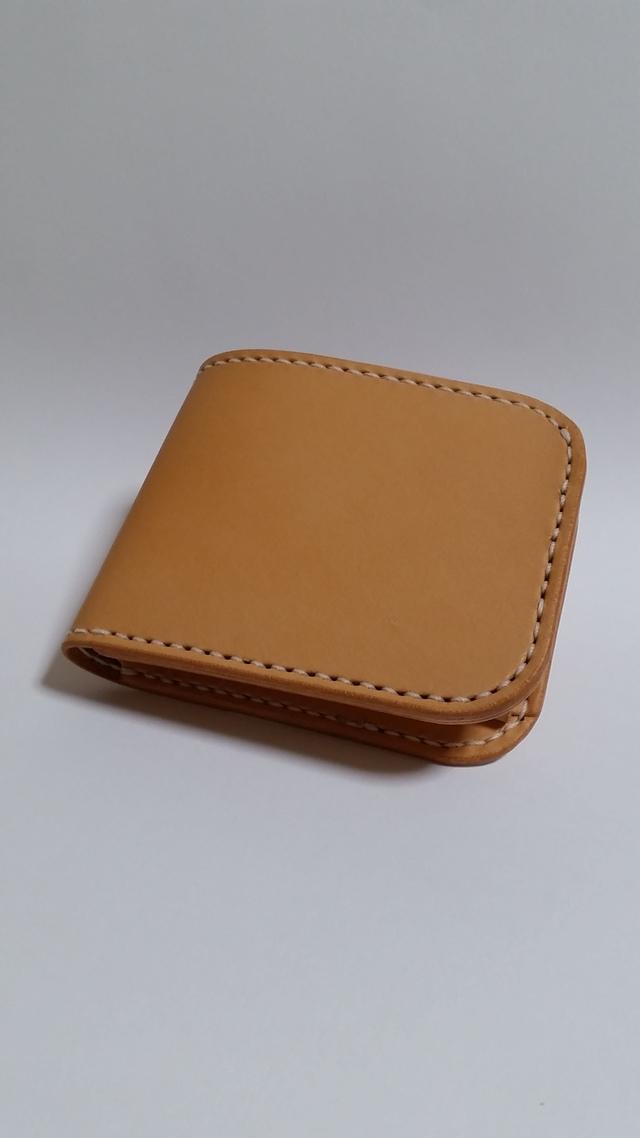 ヌメ革の二つ折り財布
