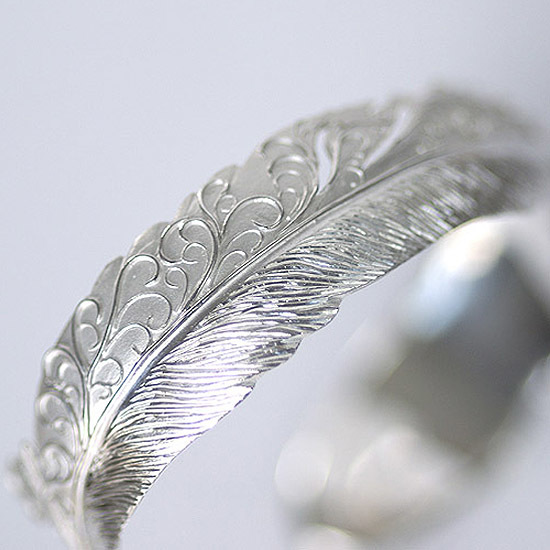 Karakusa Feather bangle