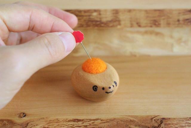 羊毛ピンクッション【針山】 はりねずみの赤ちゃん オレンジ