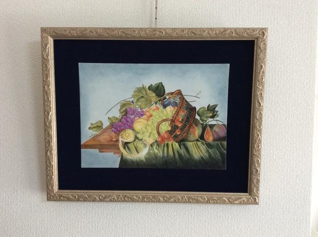 果物籠のある靜物の陶板画