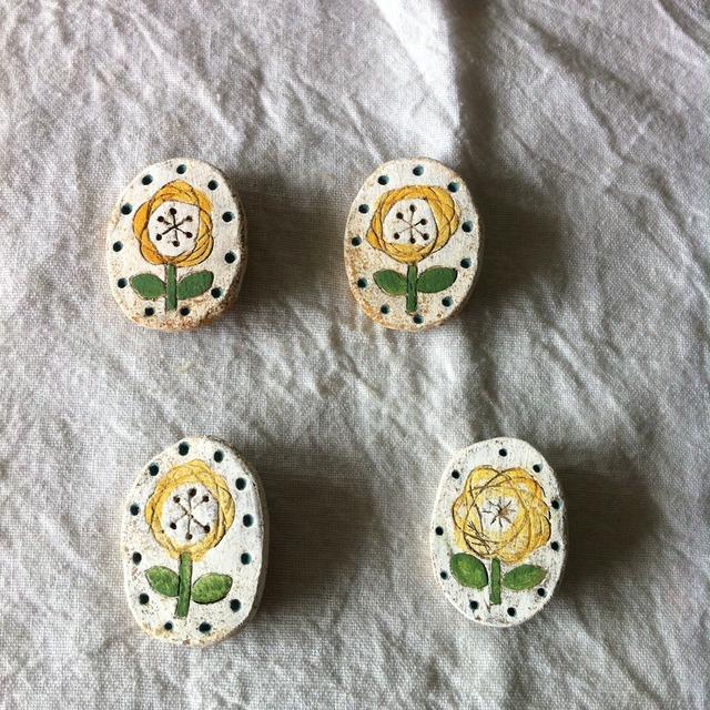 再販【陶土】黄色いお花オーバルブローチ