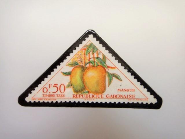 三角切手ブローチ1526