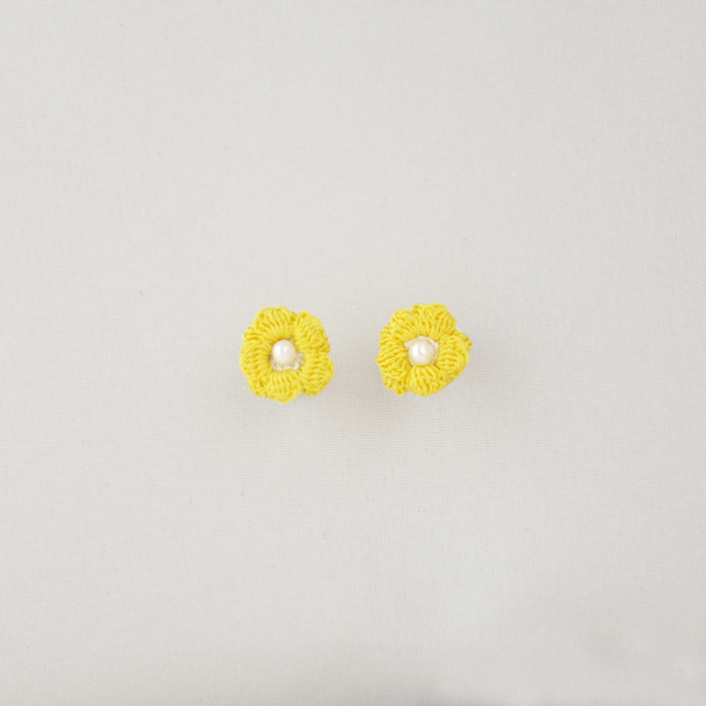 キンポウゲ ノンホールピアス(黄色)