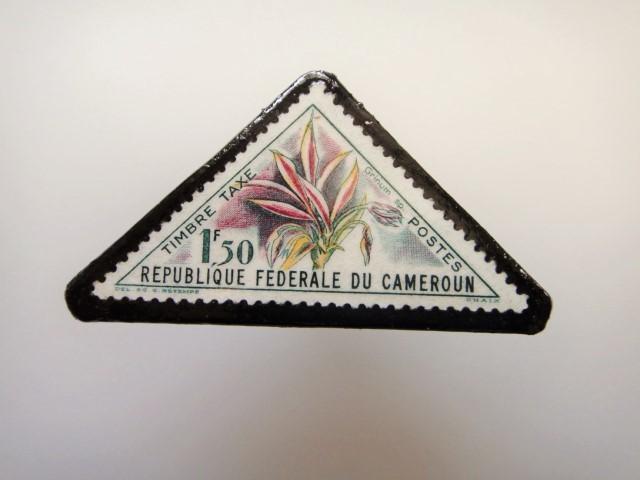 三角切手ブローチ1529