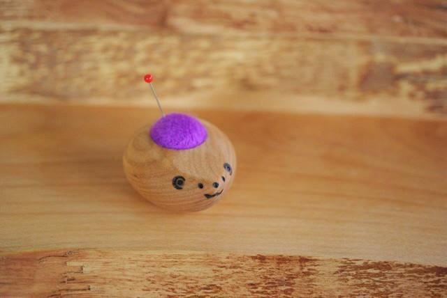 羊毛ピンクッション 【針山】 はりねずみの赤ちゃん むらさき色