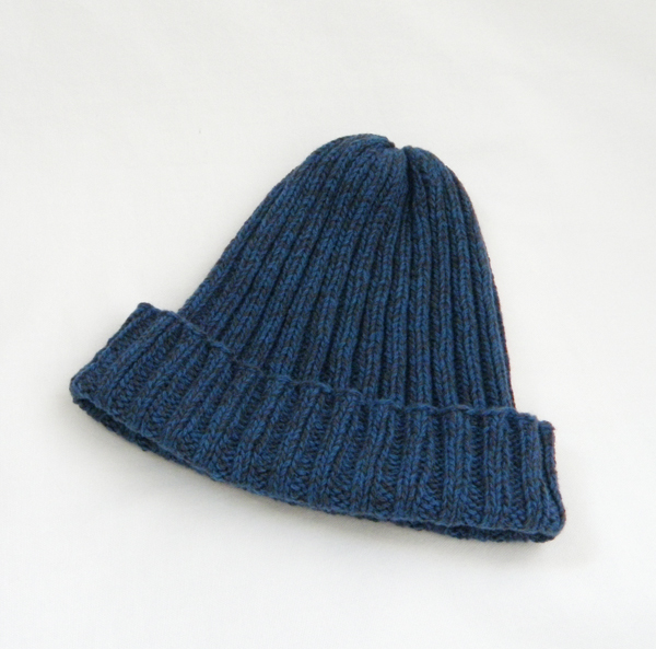 メリノウールのさらっとニット帽(紺×黒)