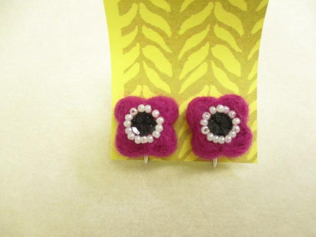 羊毛フェルト お花のイヤリング(赤紫)