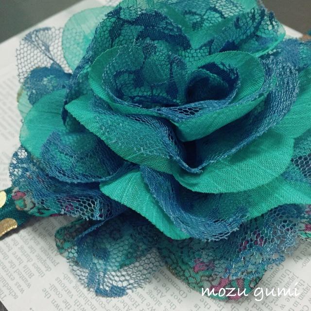 【お子様用】花柄とレースのお花+ディープグリーン×ゴールド(ドット)ヘアーバンド