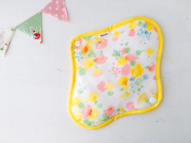 可愛い布ナプキン『yellowflower』昼用Mサイズ