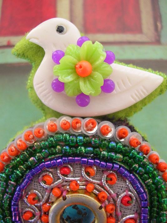 鳥さんオレンジブローチ