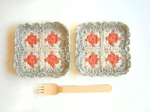 モチーフ編みのコースター サーモン