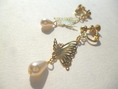 メタル蝶・パールのイヤリング