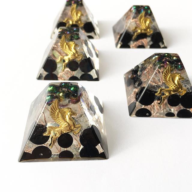 勝利を呼び込む☆オルゴナイト☆マヤピラミッド型