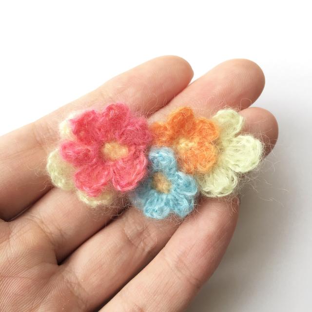 モヘアの小花ブローチ  A