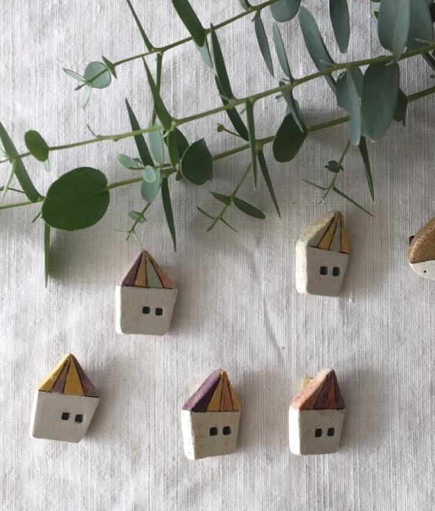 【陶土】森の小屋 ブローチ
