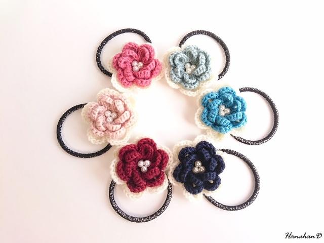 パールローズのヘアゴム 手編みウール アクア