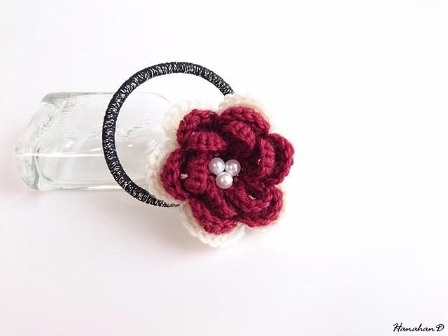 パールローズのヘアゴム 手編みウール ダークレッド