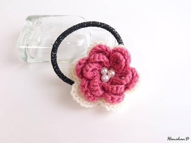 パールローズのヘアゴム 手編みウール ピンク