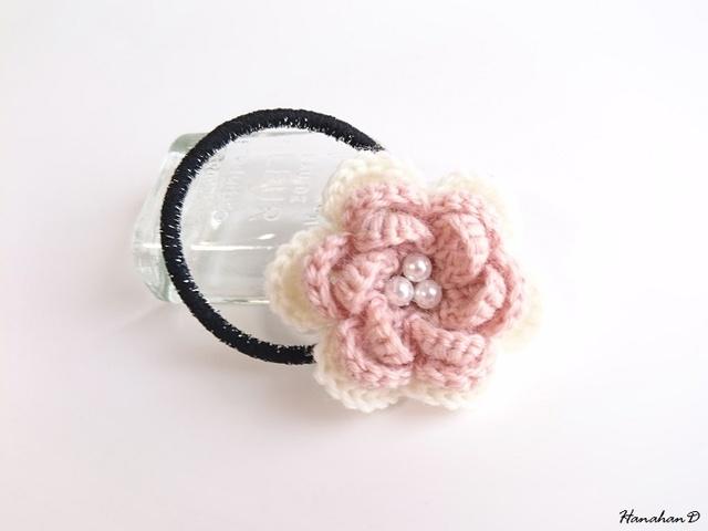 パールローズのヘアゴム 手編みウール ベビーピンク