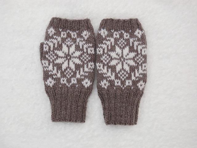 手編みの指なしミトン エイトスター 濃グレー×ホワイト
