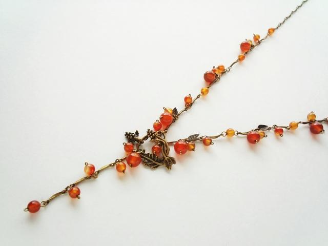 赤い木の実のネックレス?