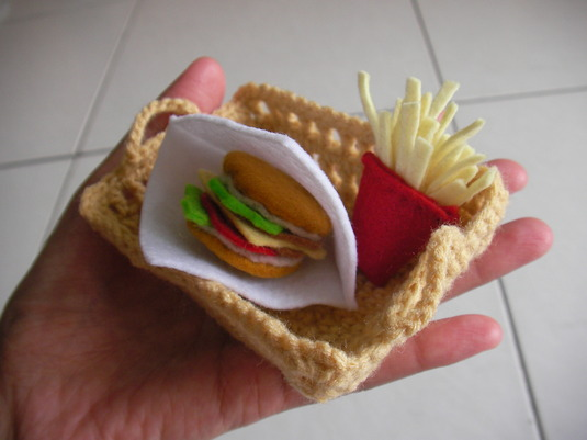 売り切れ【おまけ付き/送料無料】ハンバーガーセット「いつもポテトは食べ過ぎます」