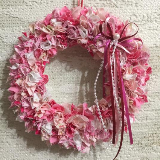 リース 手作り 布 【作り方】ハギレ布で作る、ボリュームたっぷりなクリスマスリース♪