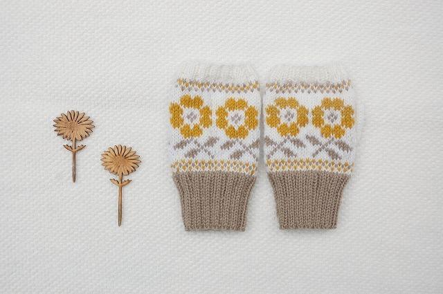 手編みの指なしミトン  【庭のお花】 山吹