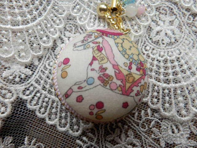 小型 リバティの花馬マカロン ピンク (天然石の飾り付)