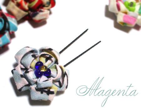 at Japanesque♪ 丸摘まみの花飾り(薄氷)