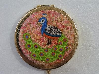 くじゃくの刺繍コンパクトミラー(B)