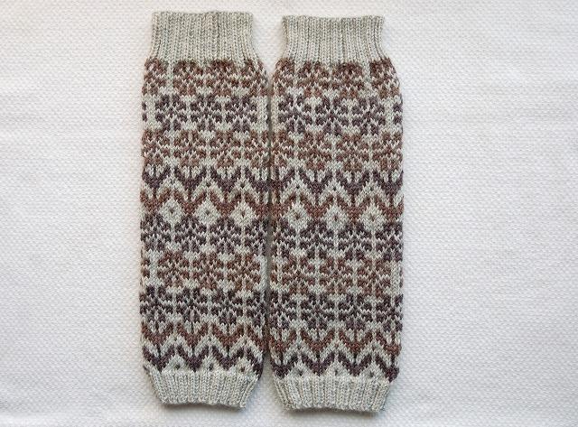 手編みのレッグウォーマー 【花園】