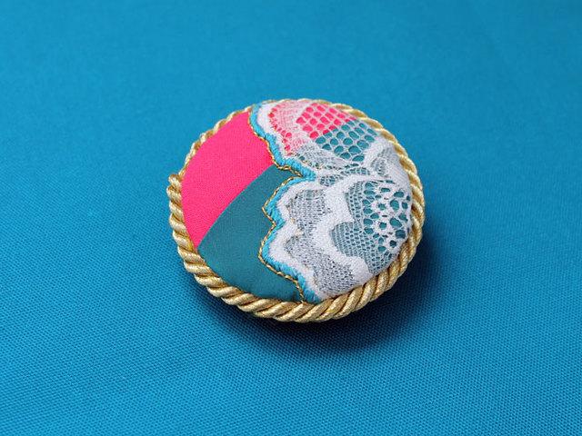レースと刺繍のまるブローチ&ヘアクリップ