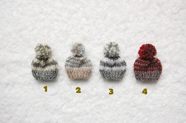 �˥å�˹�֥?����Knitted cap brooch...