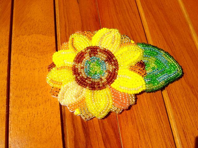 油彩画風ビーズ刺繍のひまわりブローチ