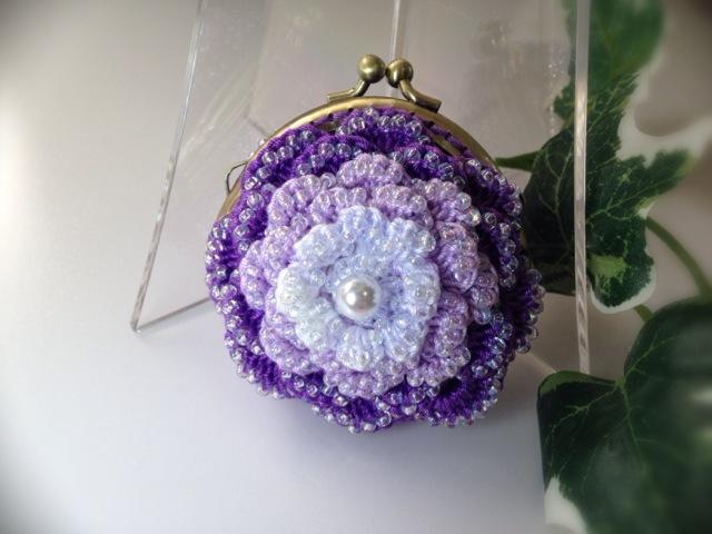 お花のコインパース(ビーズ編み・パープルの濃淡)