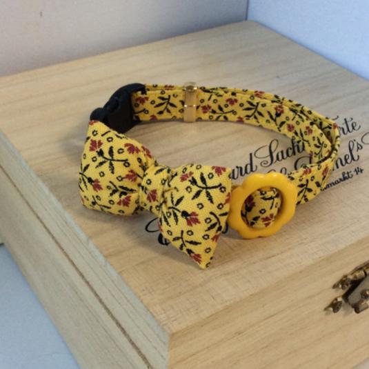 黄色い小花模様 猫の首輪 リボン付き